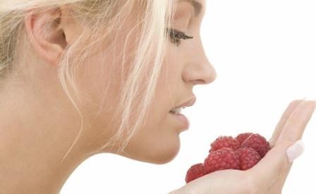 Маски для жирной кожи лица из малины
