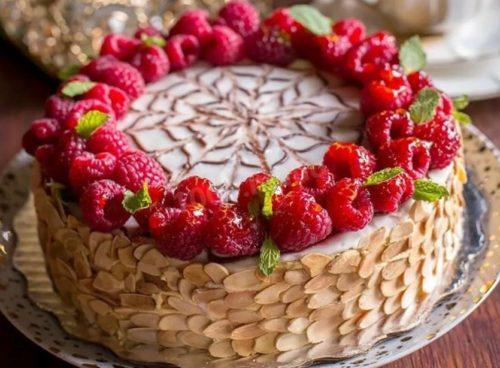 Торты с малиновыми ягодами