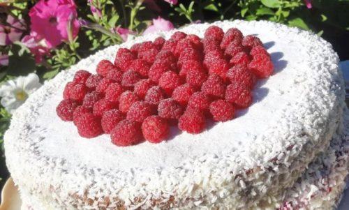 Вариации миндального торта с малиной