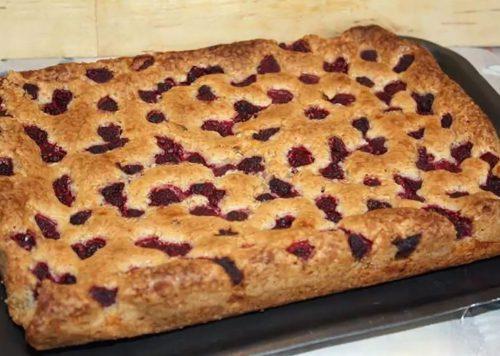 Разные рецепты миндальных пирогов с малиной