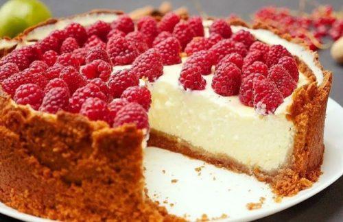 Оригинальные рецепты тортов с малиной, которые не нужно выпекать