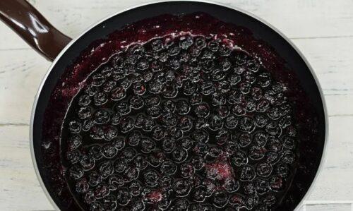Приготовление сладких блюд с черной малиной